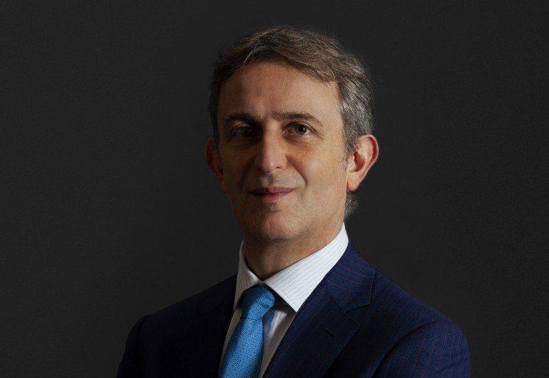 Simmons punta sul diritto della concorrenza con Riccardo Pennisi